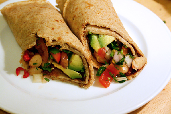 08_wraps_pico-de-gallo-avocado
